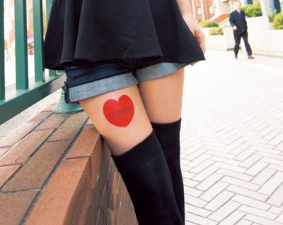 Thigh-advertising-Japan-550x438