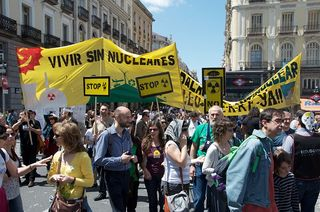 Anti-nuclear_protest_Madrid_20110508-I
